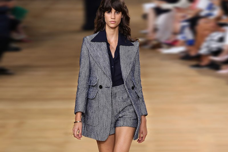 happenstijl-trend-twins-fashion-face-off-runway-spring-summer-2015-chloe-70s-suit-long-blazer-over-shorts-tweed-salt-pepper